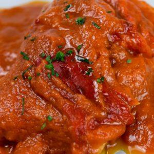 Bacalao con tomate y pimientos asados