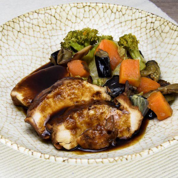 Pollo teriyaki con vegetales salteados