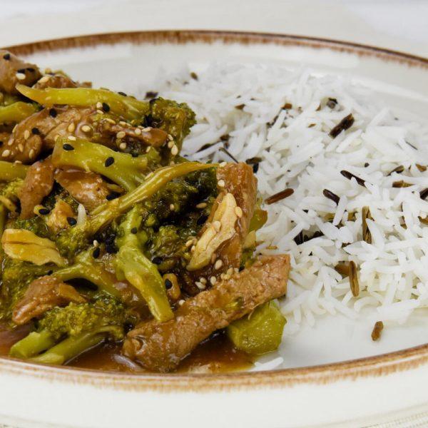 Solomillo de cerdo con brocoli, salsa de ostras y arroz basmati y salvaje