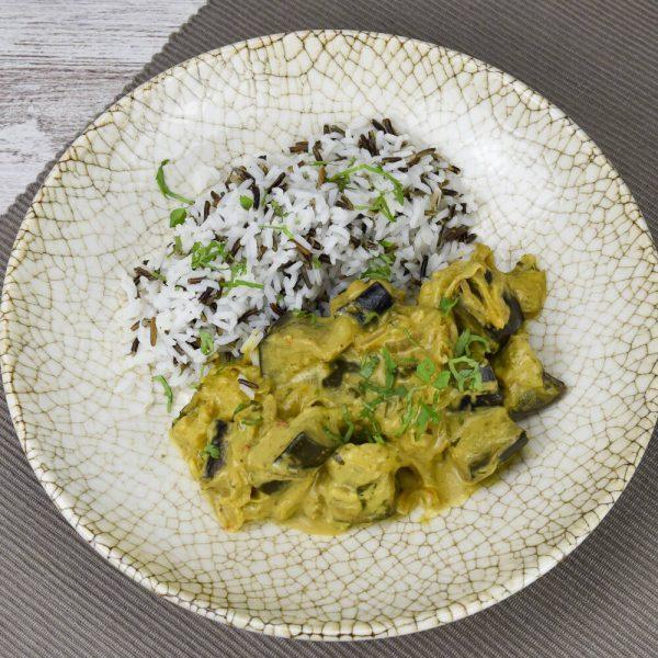 Curry de berenjena con arroz basmati y salvaje