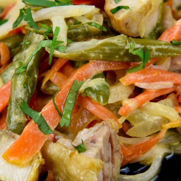 Ensalada de calabaza y noodles con salsa de miso
