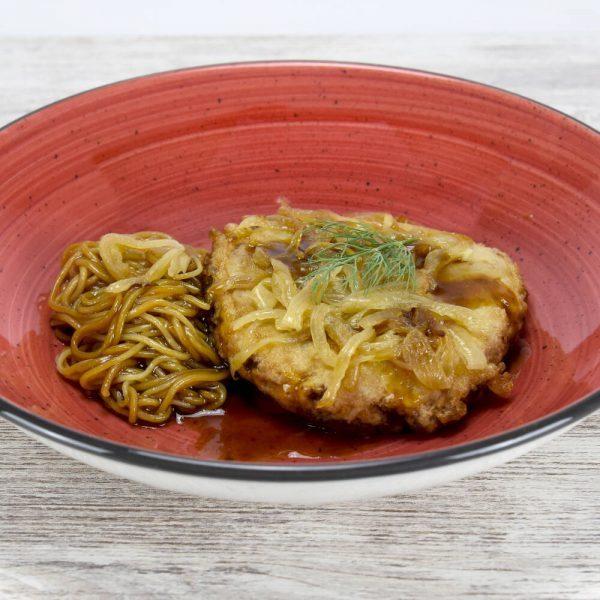 Hamburguesa de atún teriyaki con noodles