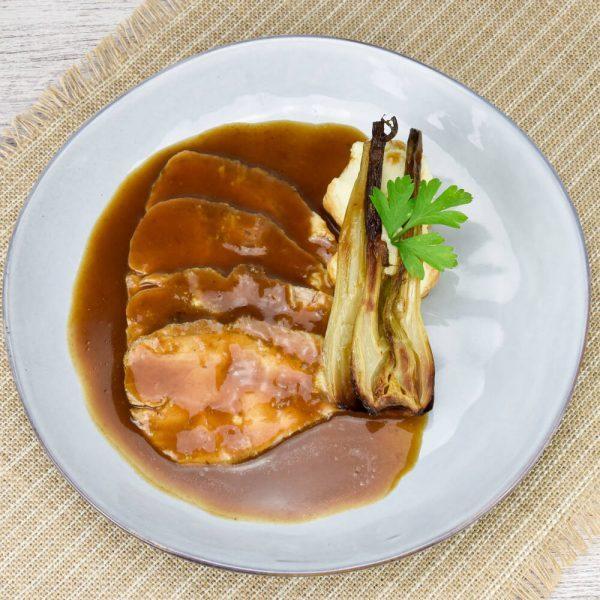 Lomo horneado con hinojo y parmentier de parmesano estilo iatliano para compartir