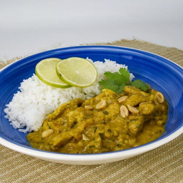 Pollo satay con arroz jazmín TupTup plato completo