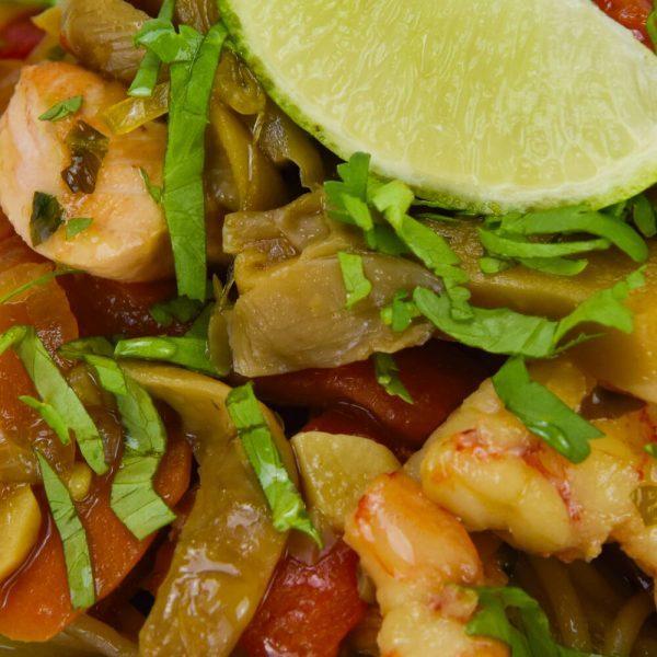 Salteado de salmon y langostinos con cilantro