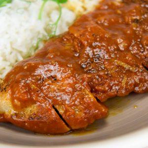 Pollo asado con sambal de tomate y limón tuptup comida a domicilio