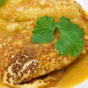 Crepes de centollo con salsa de marisco tuptup comida a domicilio